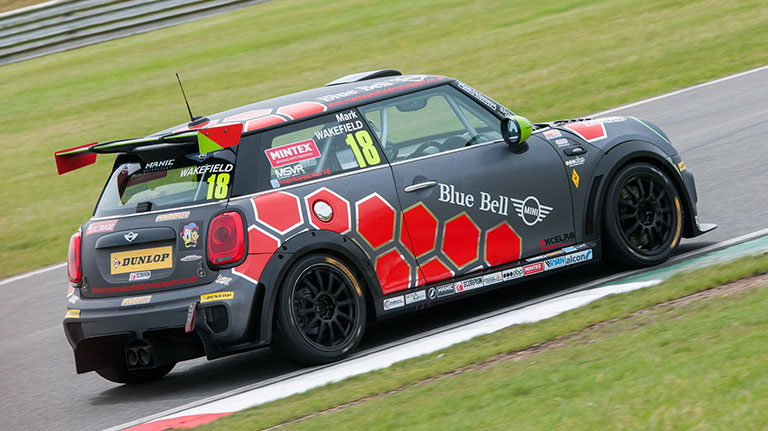 WAKEFIELD TARGETS PODIUM FINISHES AT BRANDS MINI FESTIVAL
