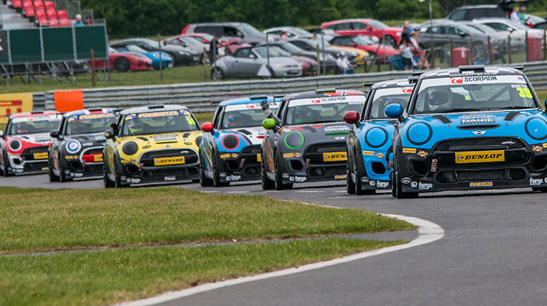 CREDO MOTORSPORT FINANCE PARTNER WITH MINI CHALLENGE FOR 2018