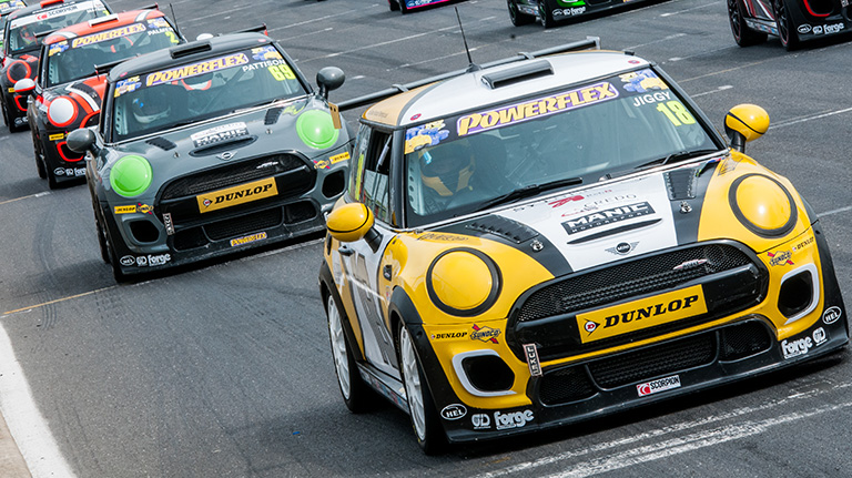 GORNALL EXTENDS HIS LEAD WITH VICTORY AT SNETTERTON