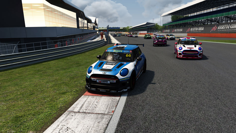 BATTLES GALORE IN MINI ESERIES AT SILVERSTONE INTERNATIONAL