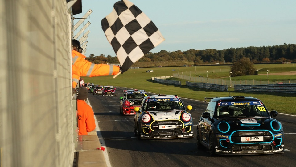 DEBUT WIN FOR SMITH IN DRAMATIC SECOND SNETTERTON RACE