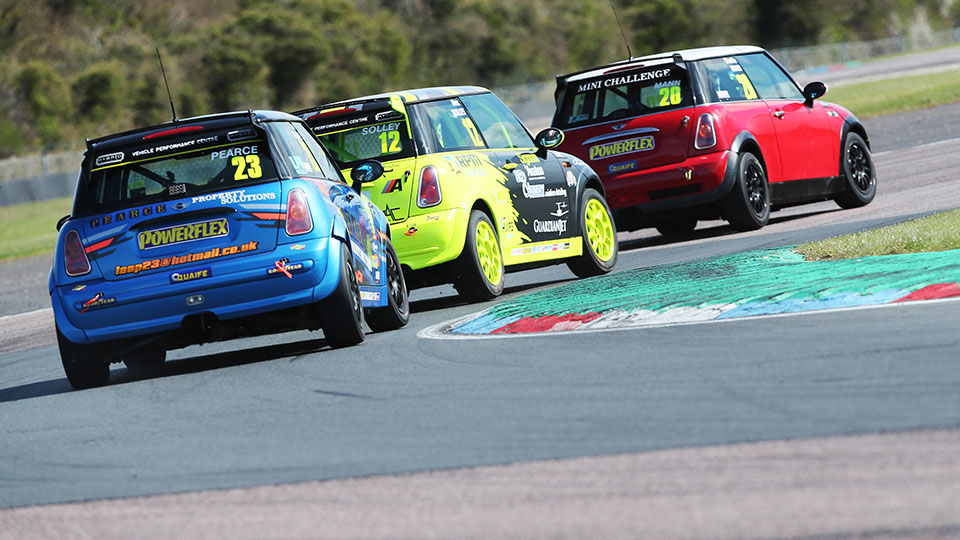 PACKED FIELD HEADS FOR SNETTERTON AS MINI CHALLENGE TROPHY BURSTS INTO LIFE