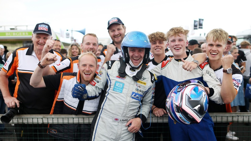 LEE PEARCE TAKES THRUXTON FINALE AS TITLE FIGHT TIGHTENS UP
